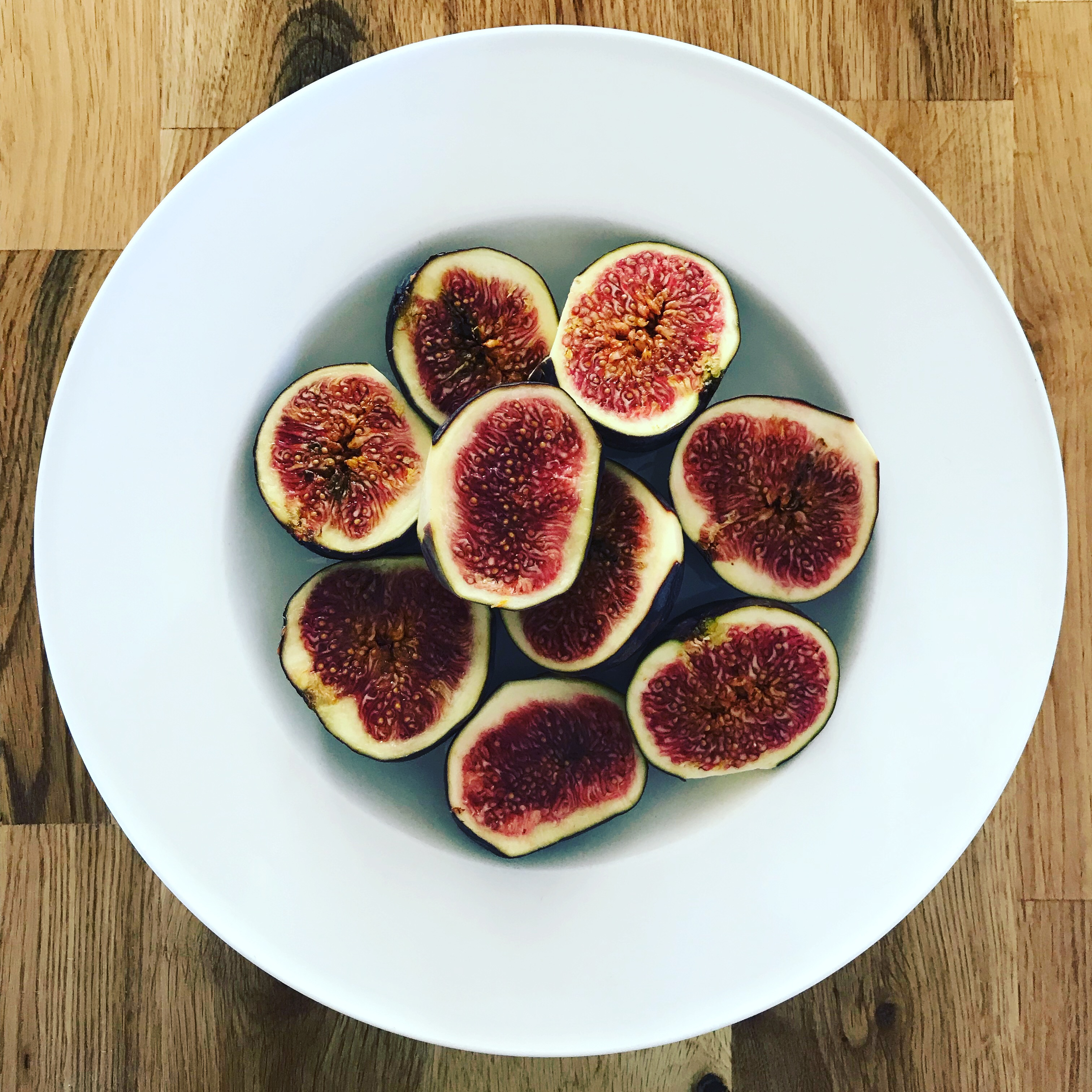 Fresh figs;B and C vitamins for scalp