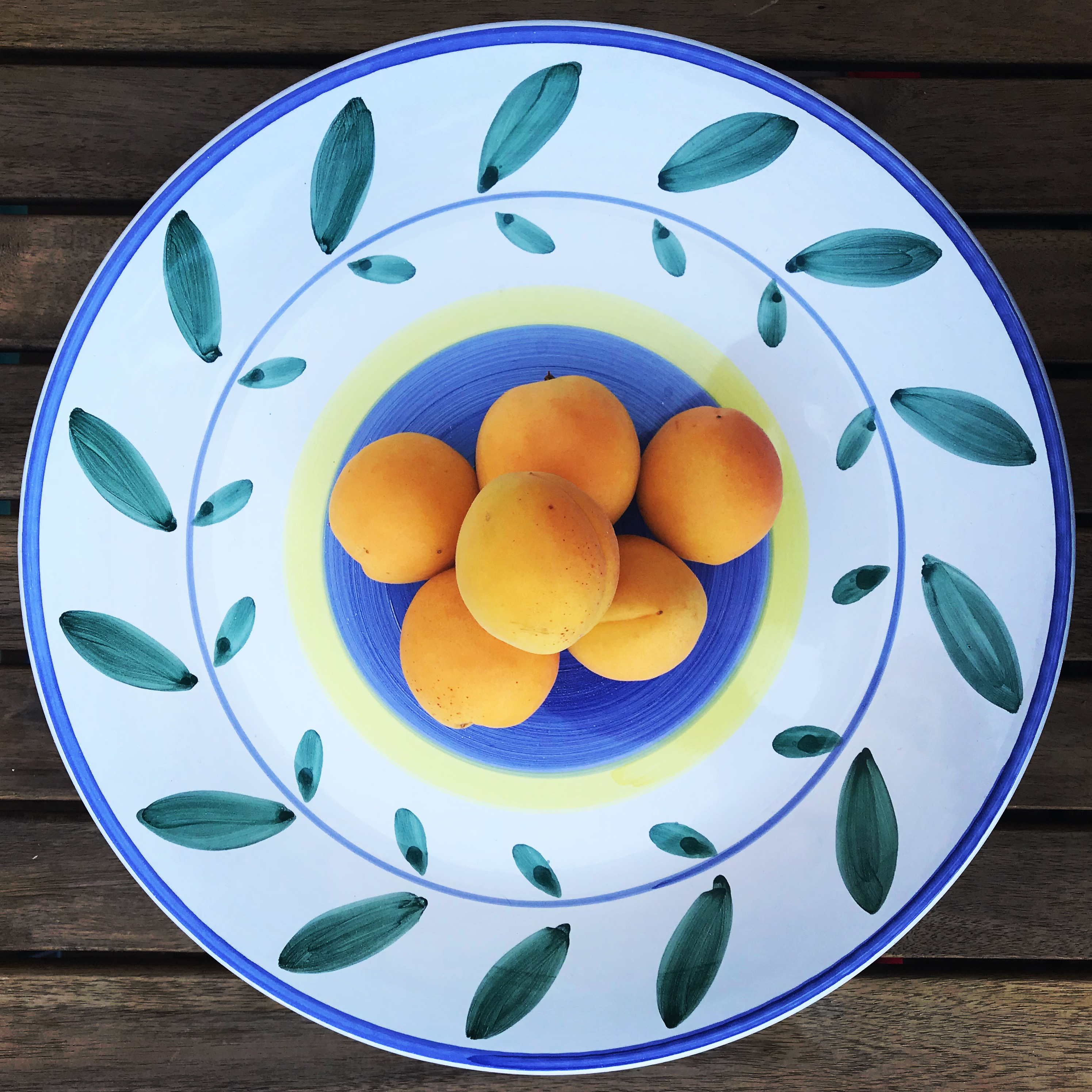 Food to help hair growth: apricots for vitamins and nutrients