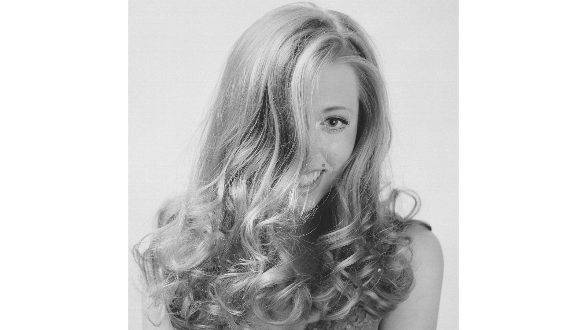 Bouncy blow dry with round brush